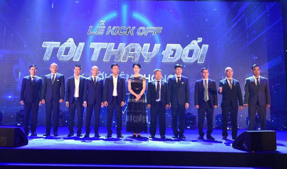 Ban lãnh đạo của tập đoàn và Toàn Mỹ trong buổi lễ Kick Off TÔI THAY ĐỔI